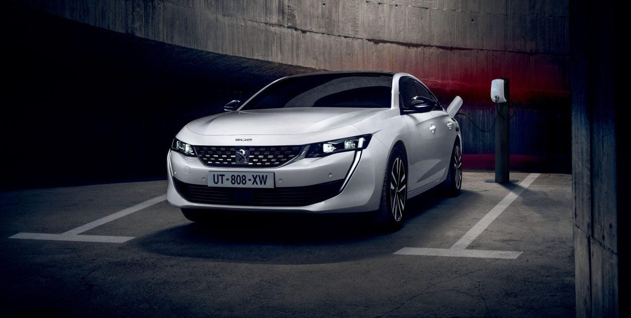 Noul Peugeot 508 HYBRID - showroom