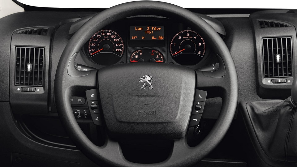 /image/18/6/peugeot-boxer-photo-interior-2-1920.114186.jpg
