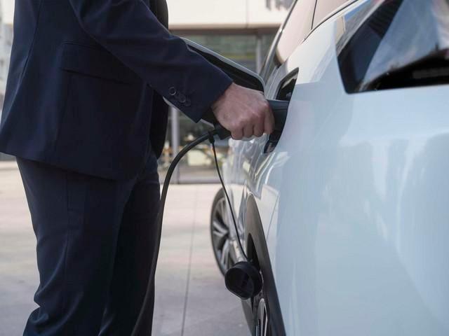 Noul Peugeot 3008 HYBRID - încărcarea la stațiile publice